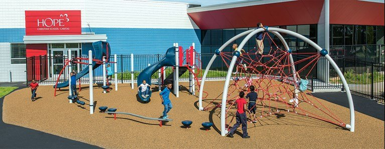 Playgrounds between 2,500 to 5,000 sq. ft.